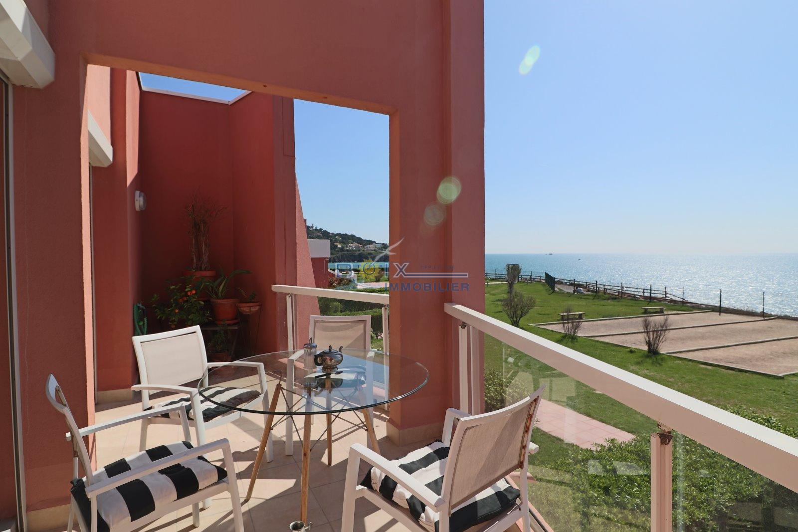 vente 2 studios terrasse dans r sidence en bord de mer. Black Bedroom Furniture Sets. Home Design Ideas