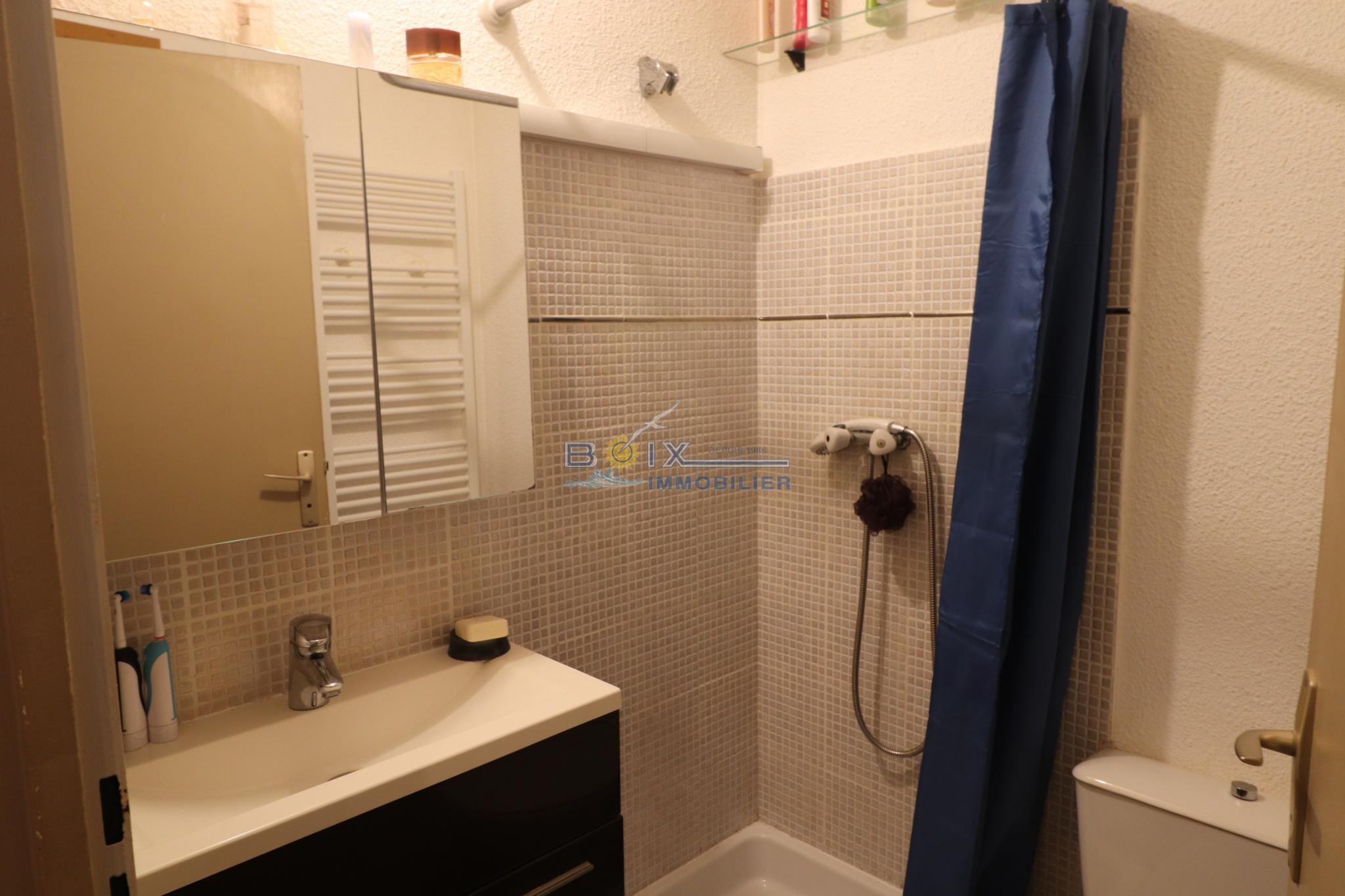 salle de bains type 2 proche commerce corniche sete alt